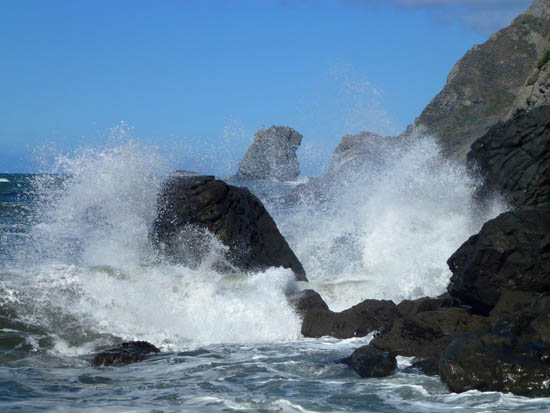 Crashing waves at Pirates Cove
